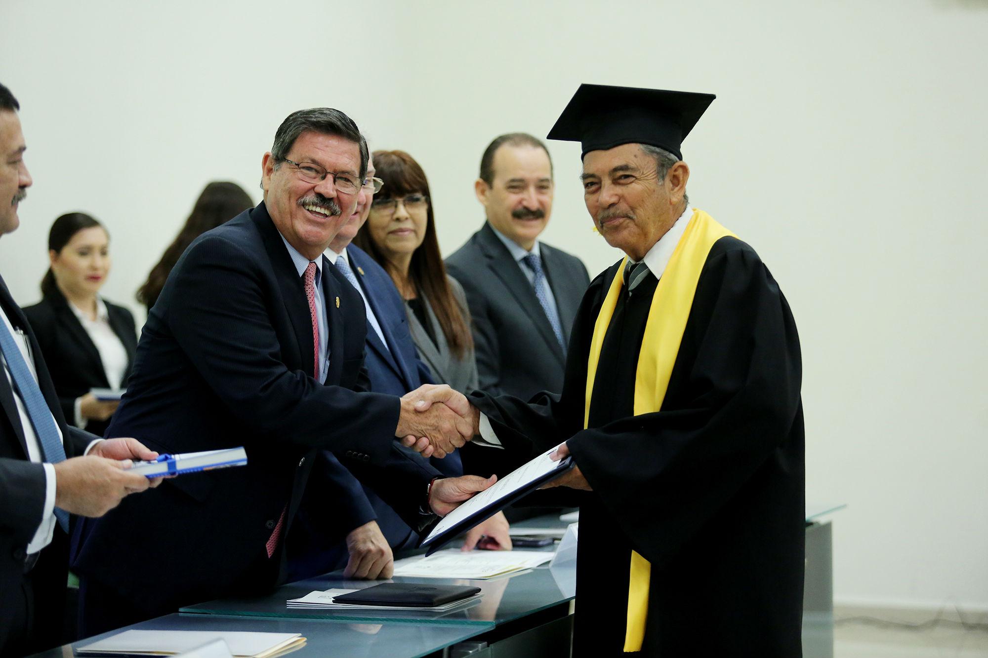 Más de cien adultos mayores se han graduado de este diplomado