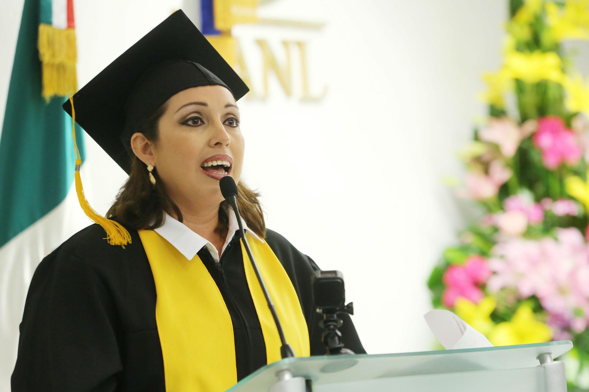 Claudia Verónica Barrera Álvarez dio el mensaje a nombre de los graduados