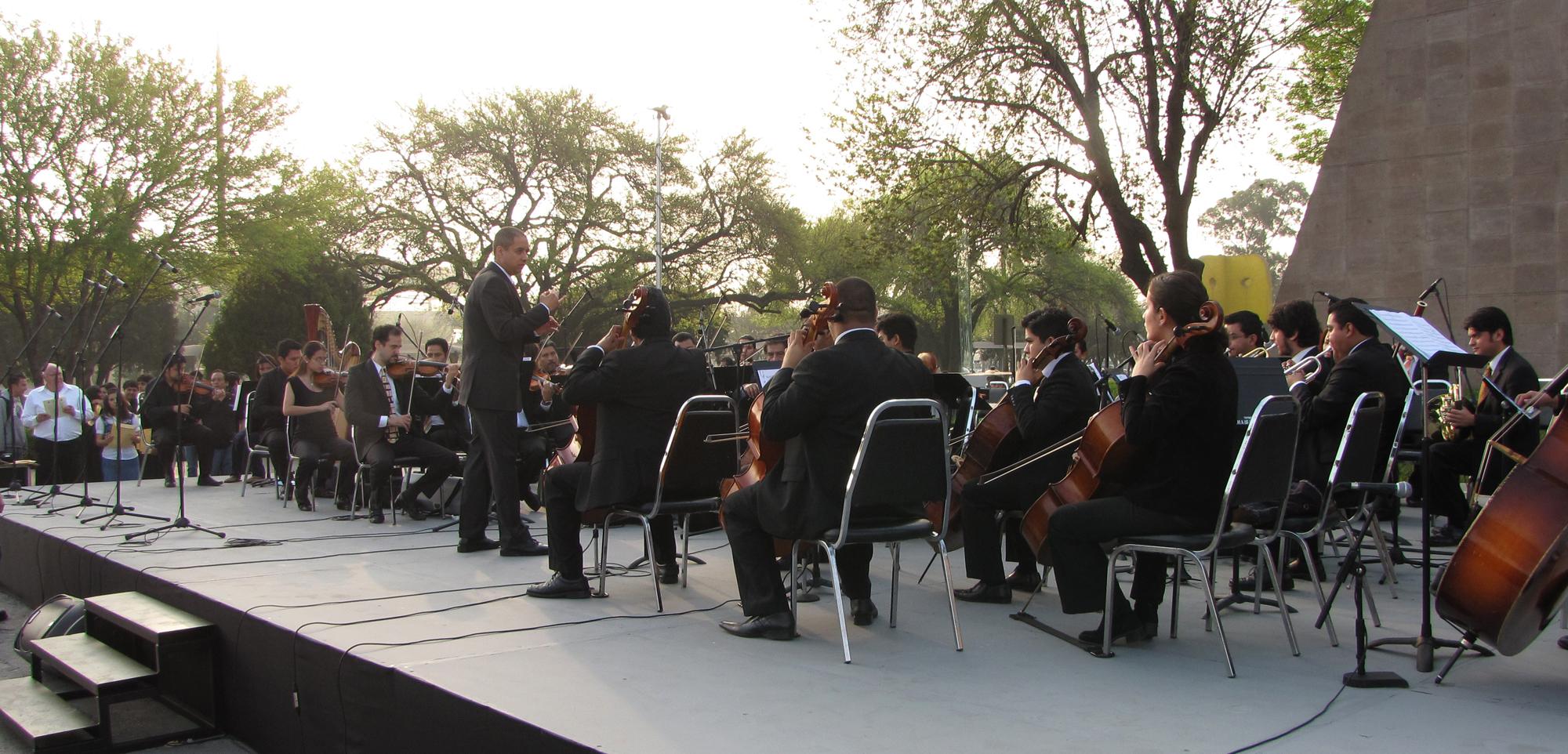 La Orquesta de Cámara y Coro de la Facultad de Música entonaron el Himno Nacional Mexicano