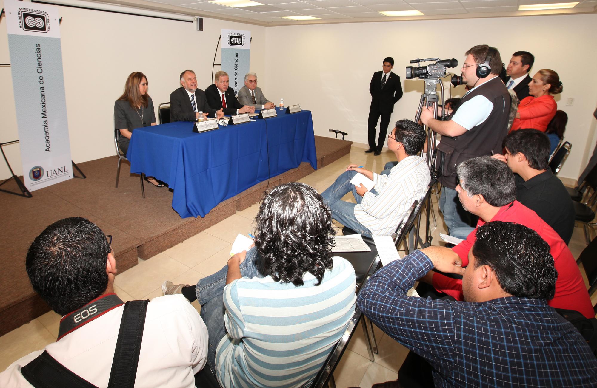 El presidente de la Academia Mexicana de Ciencias habló ante los medios de comunicación