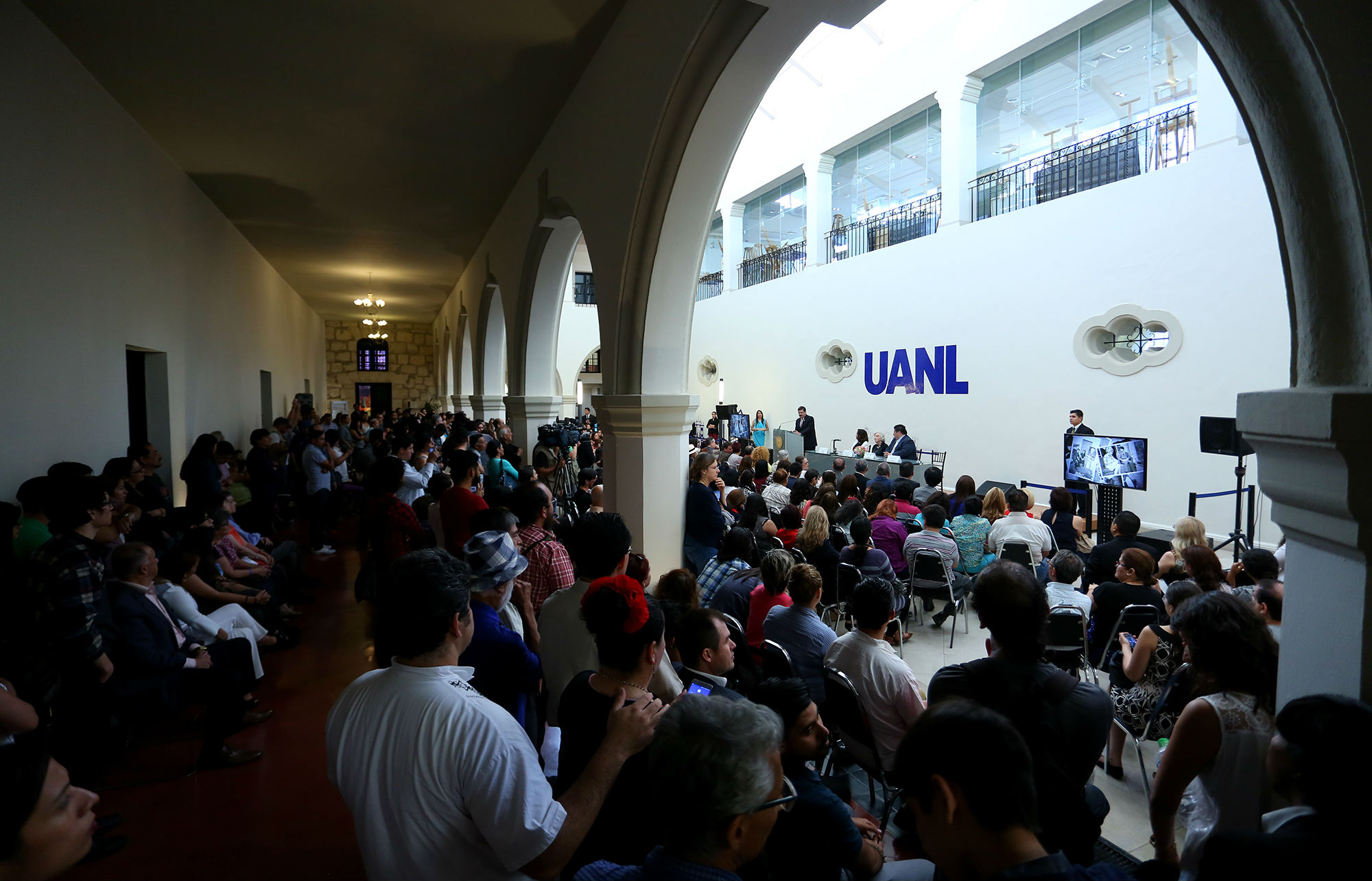 El reconocimiento se llevó a cabo en el Patio Ala Sur del Colegio Civil Centro Cultural Universitario