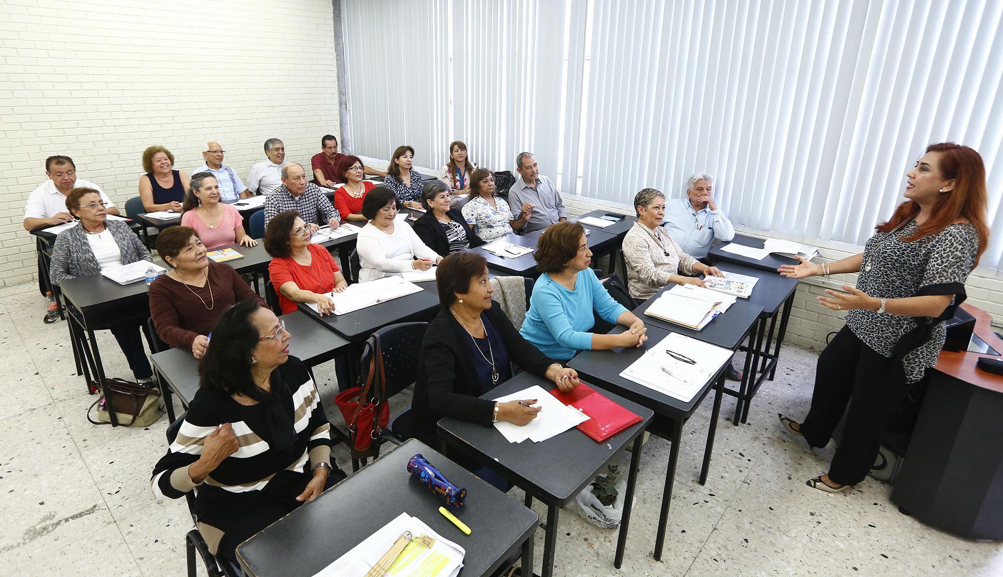 Los cursos tienen una duración de dos años divididos en cuatro semestres
