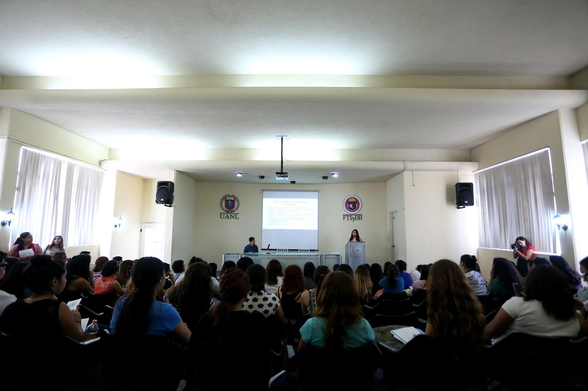 La Facultad de Trabajo Social y Desarrollo Humano tuvo una charla para motivar a sus estudiantes a realizar intercambio académic