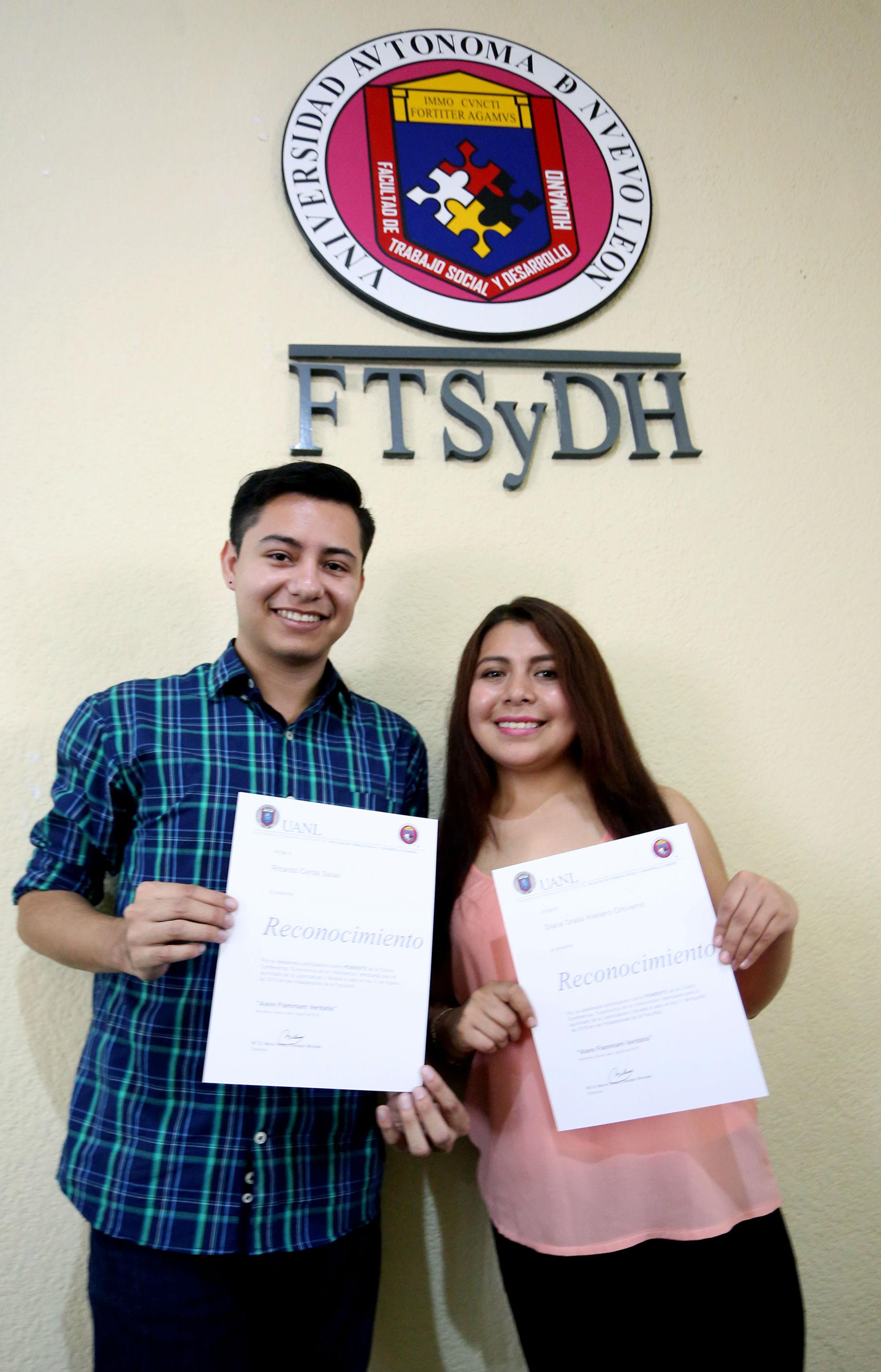 Los estudiantes de la Facultad de Trabajo Social y Derecho Humano recibieron un reconocimiento