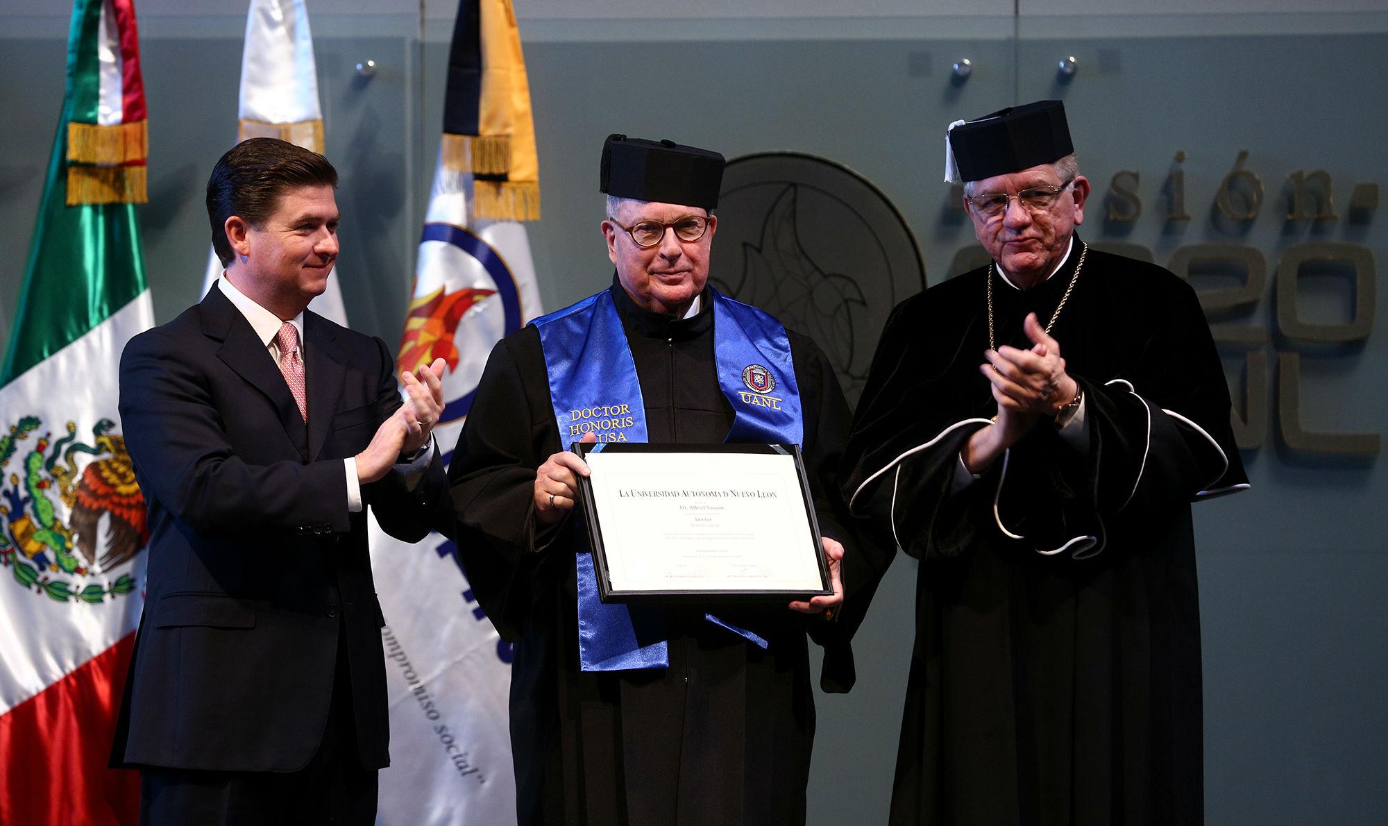 El Dr. Albert Sasson recibió la distinción Doctor Honoris