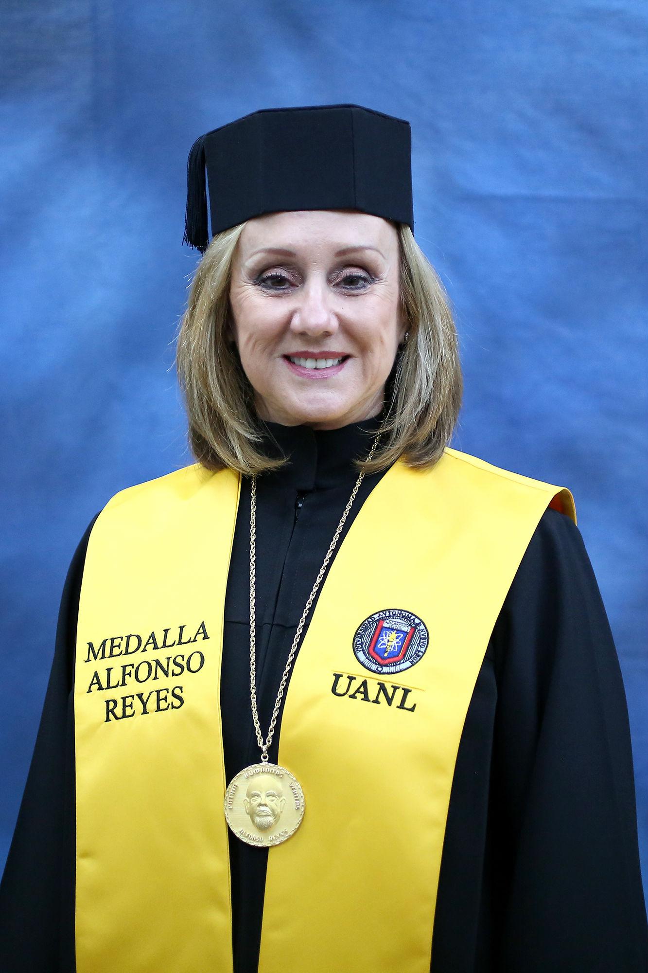 La Medalla Alfonso Reyes le fue entregada a Nina Zambrano