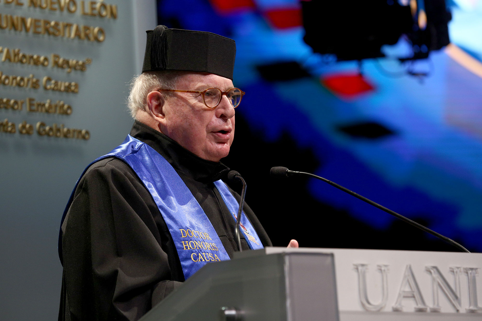 Doctor Honoris Causa al Dr. Albert Sasson