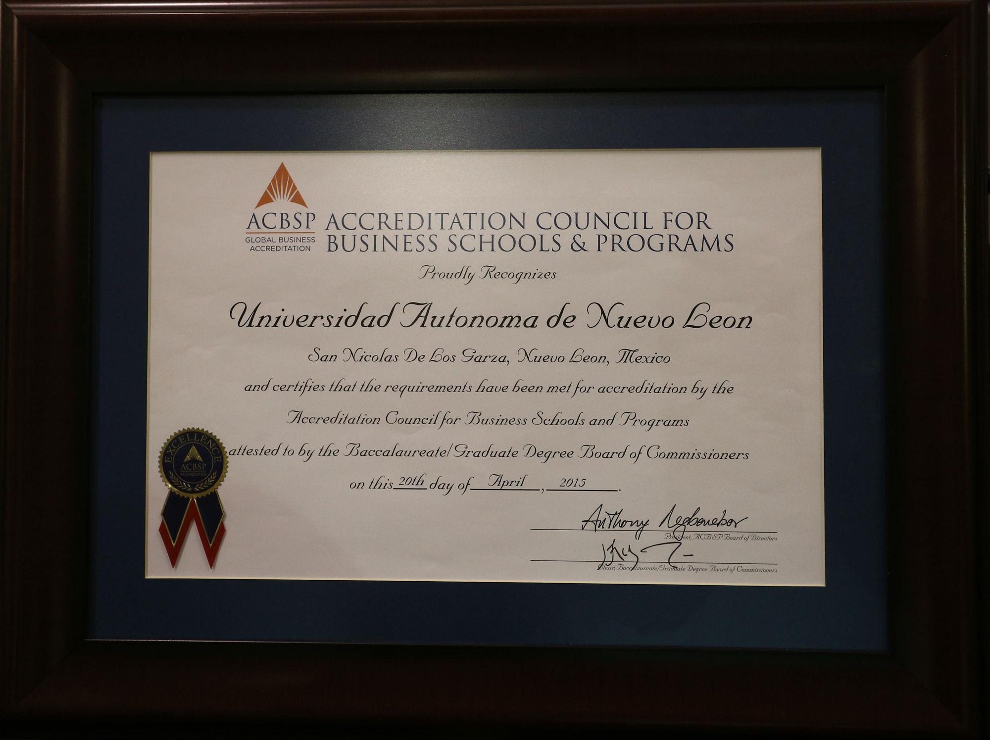 El certificado de acreditación de los programas educativos de licenciatura y posgrado