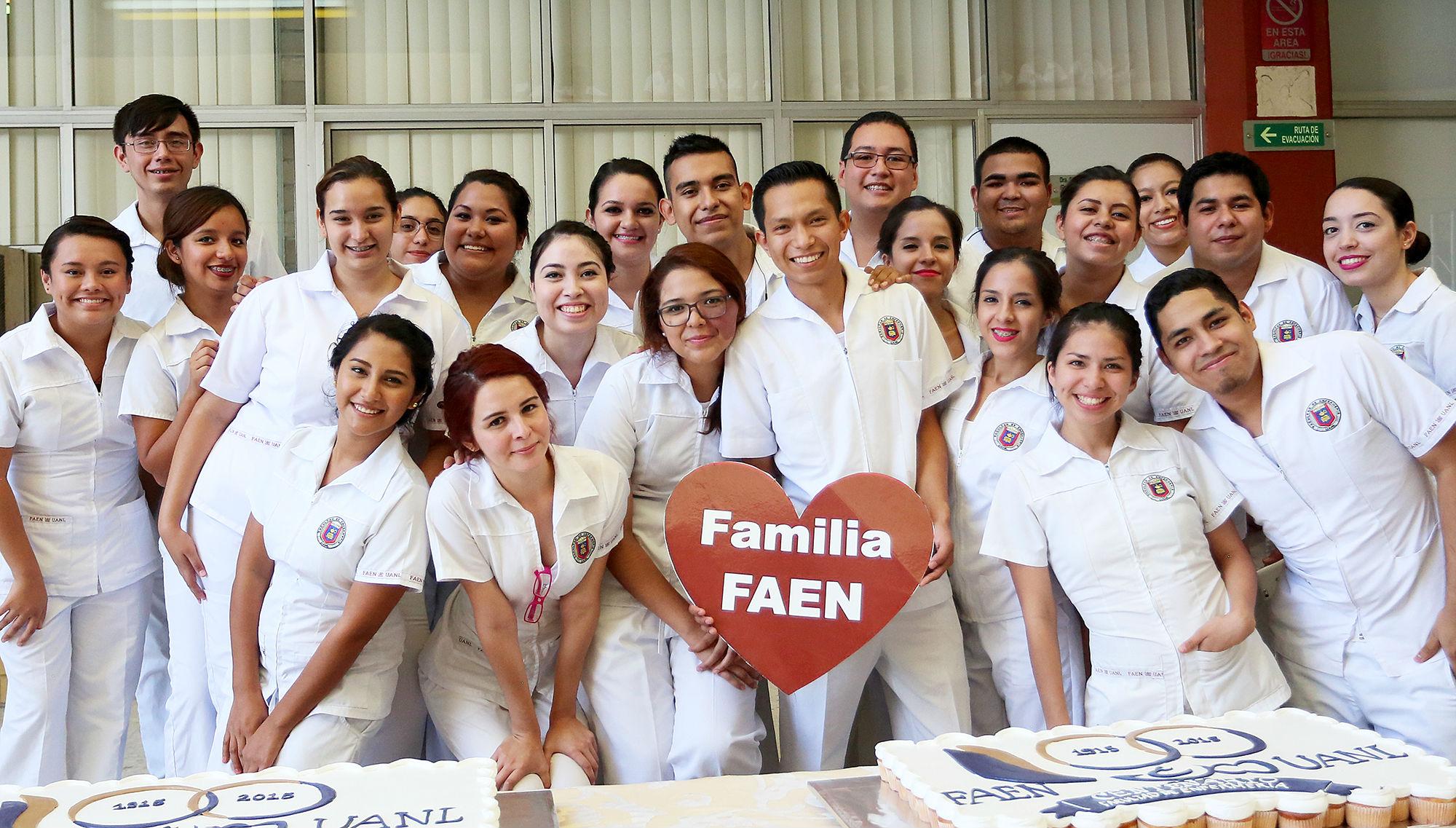Estudiantes de la Facultad de Enfermería son una familia