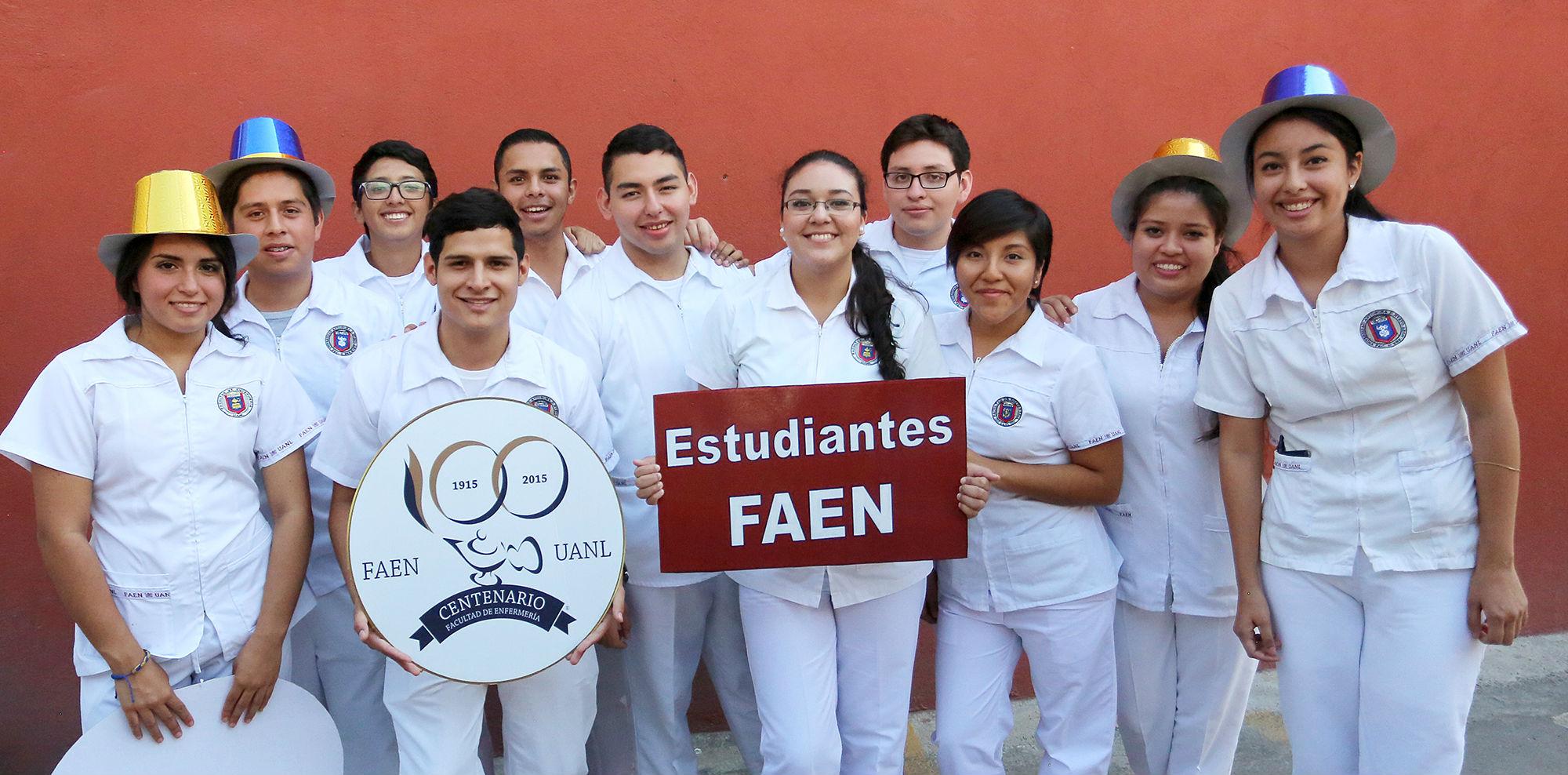 Estudiantes festejaron los primeros cien años de su facultad