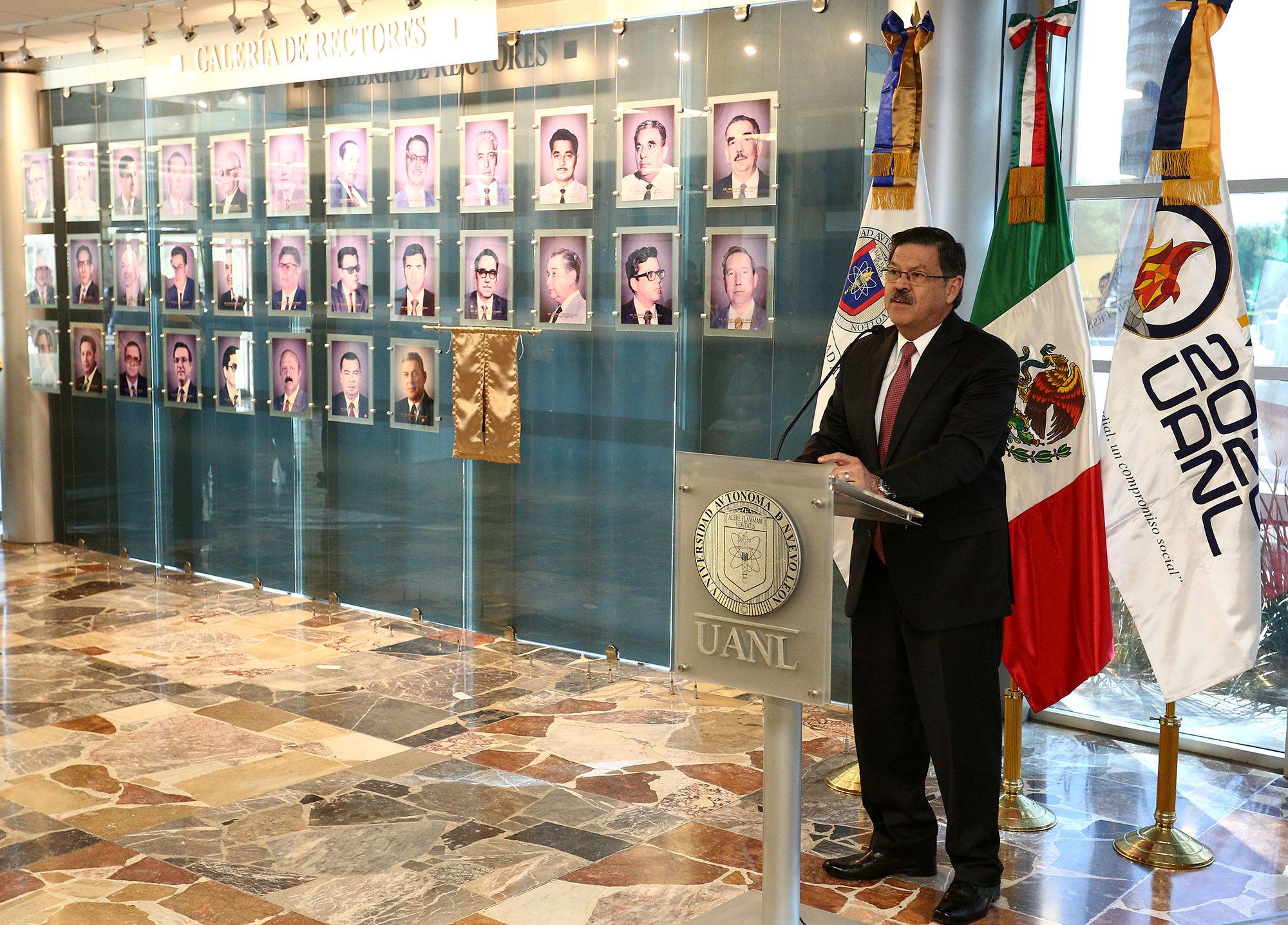 El Secretario General y Rector designado, Mtro. Rogelio Garza Rivera
