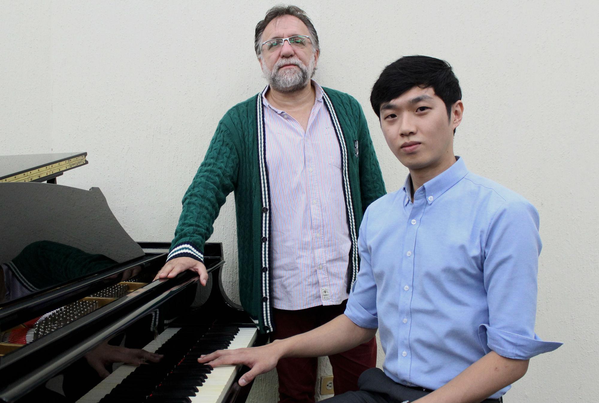 Rueda de prensa con el director huésped, Hakan Sensoy y el pianista invitado Sang-Eil Shin