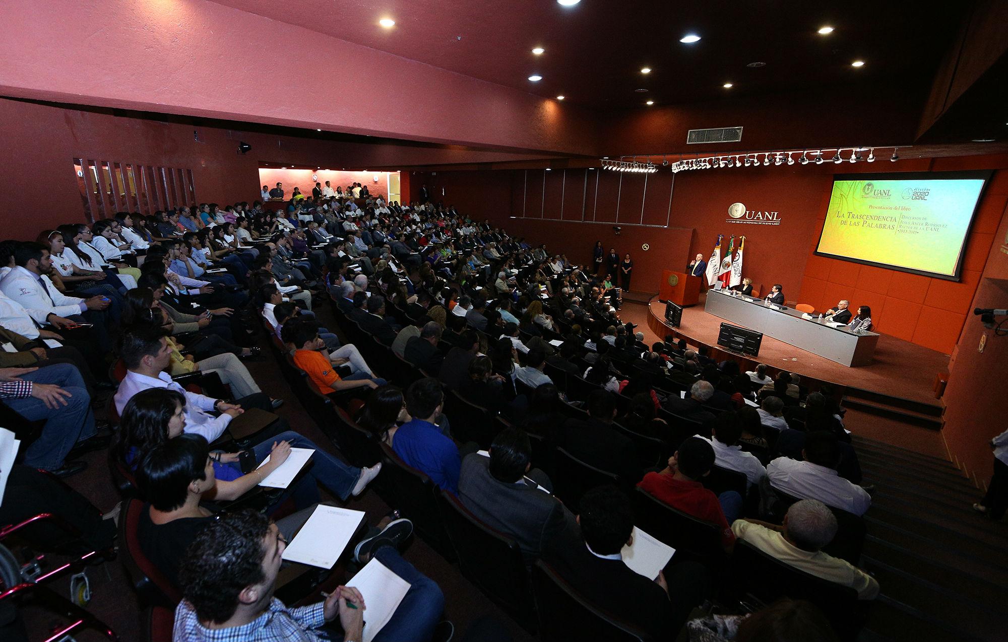 La presentación de libro se llevó a cabo en el auditorio de la Biblioteca Universitaria Raúl Rangel Frías