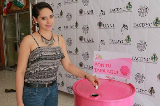 Alumna participa en la recolección de tapas pet