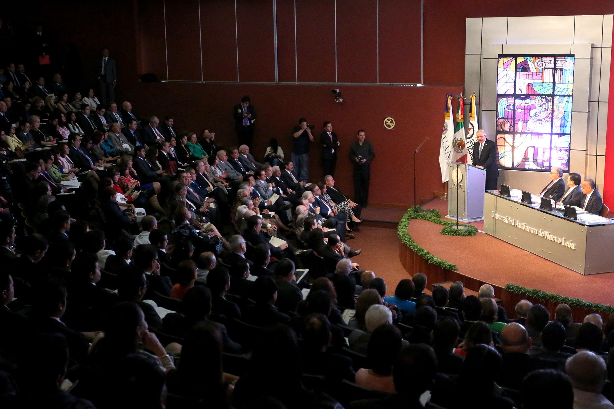El informe fue en el auditorio de la Biblioteca Universitaria Raúl Rangel Frías