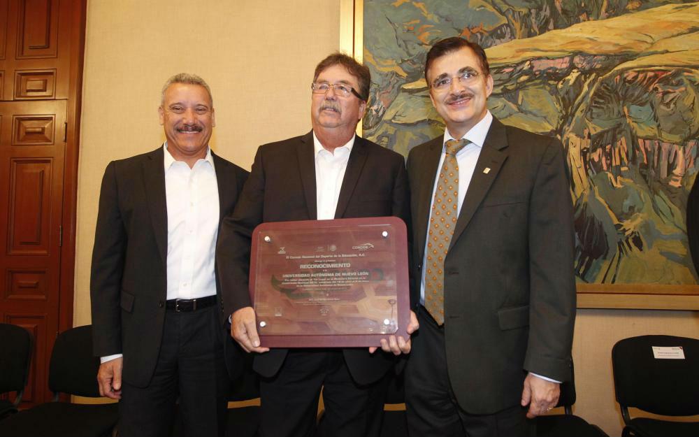 El Rector General de la UdeG, maestro Itzcóatl Tonatiuh Bravo Padilla (der) Jaime Vallejo (centro) y Enrique Seañez (izq)
