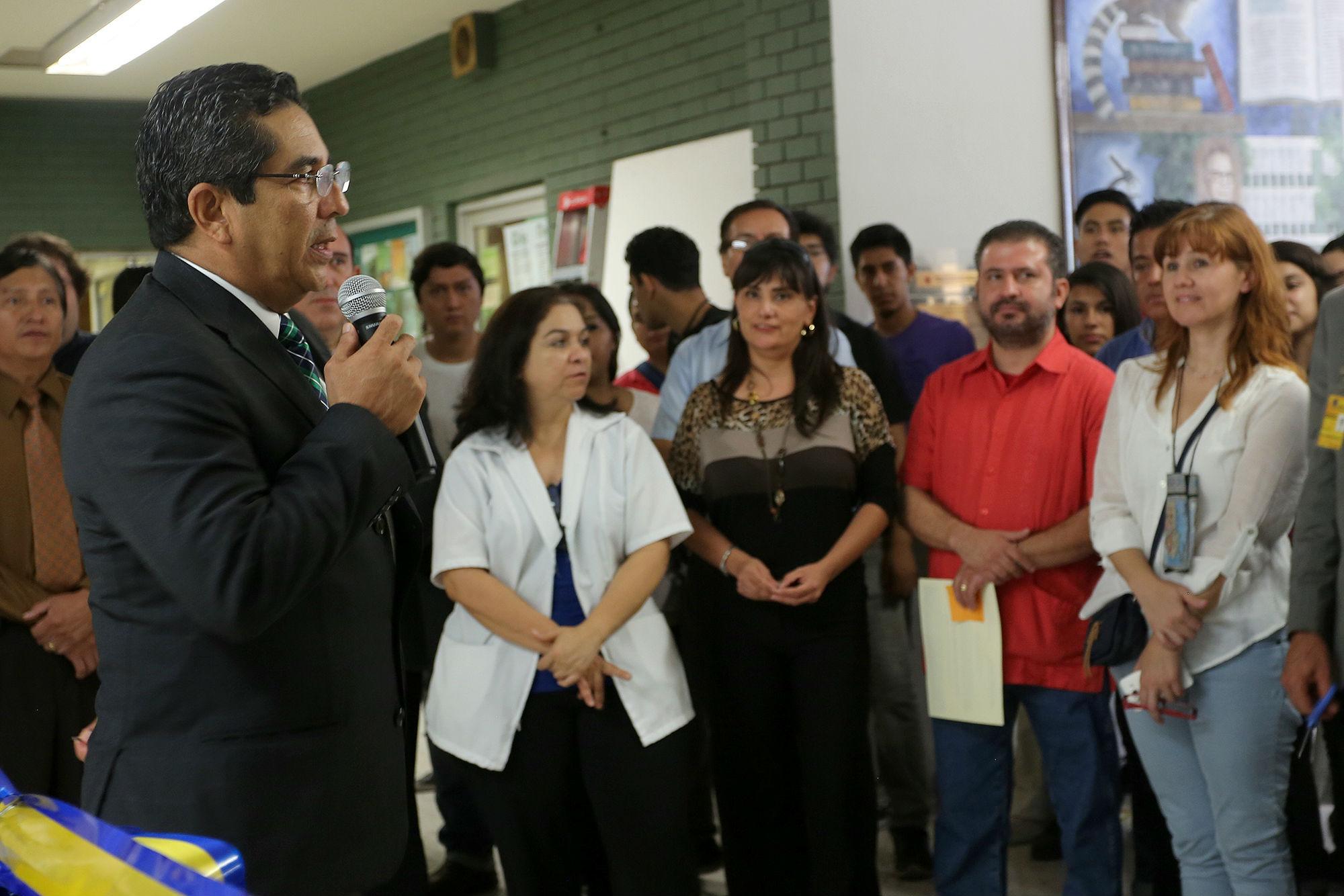 l Dr. Antonio guzmán Velazco, director de la Facultad de Ciencias Biológicas