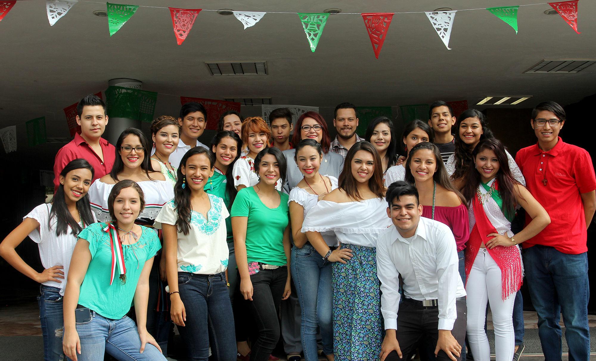 En la Facultad de Contaduría Pública y Administración se celebró el aniversario del Grito de Independencia