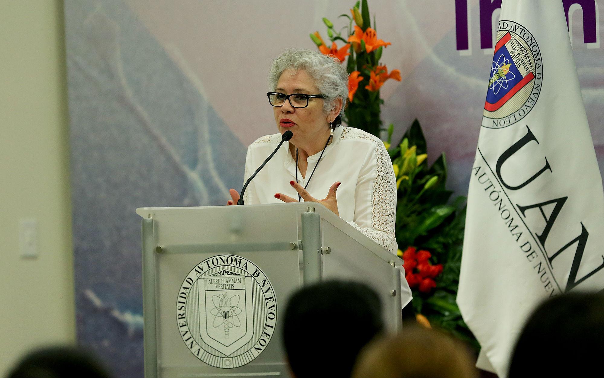 Dra. Cristina Rodríguez Padilla, jef del Laboratorio de Inmunología y Virología de la FCB