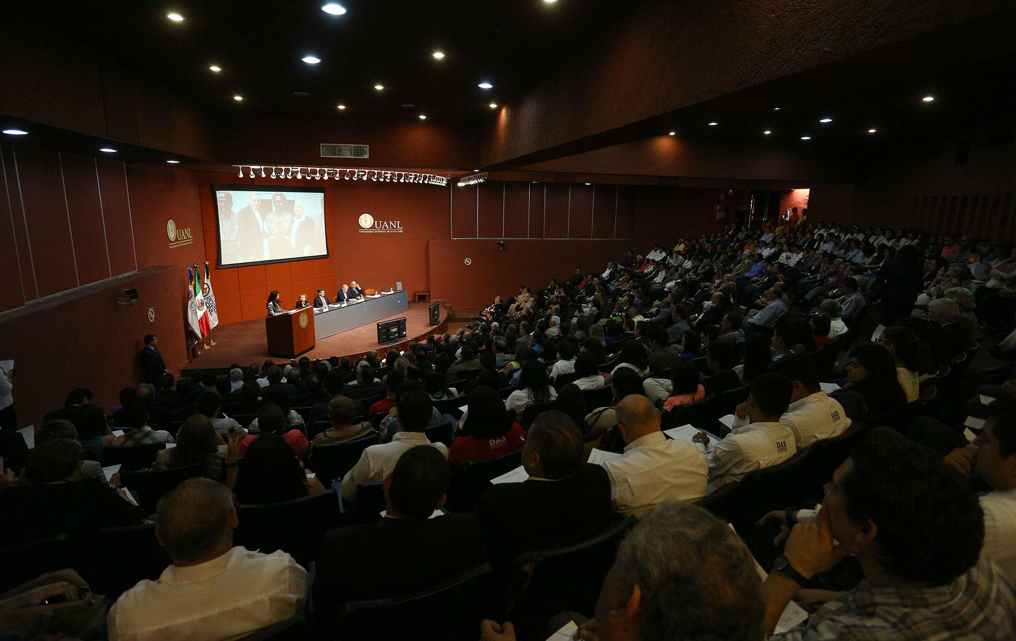 La coordinación para la realización de la obra, estuvo a cargo de Luz Natalia Berrún, Secretaria de Asuntos Universitarios