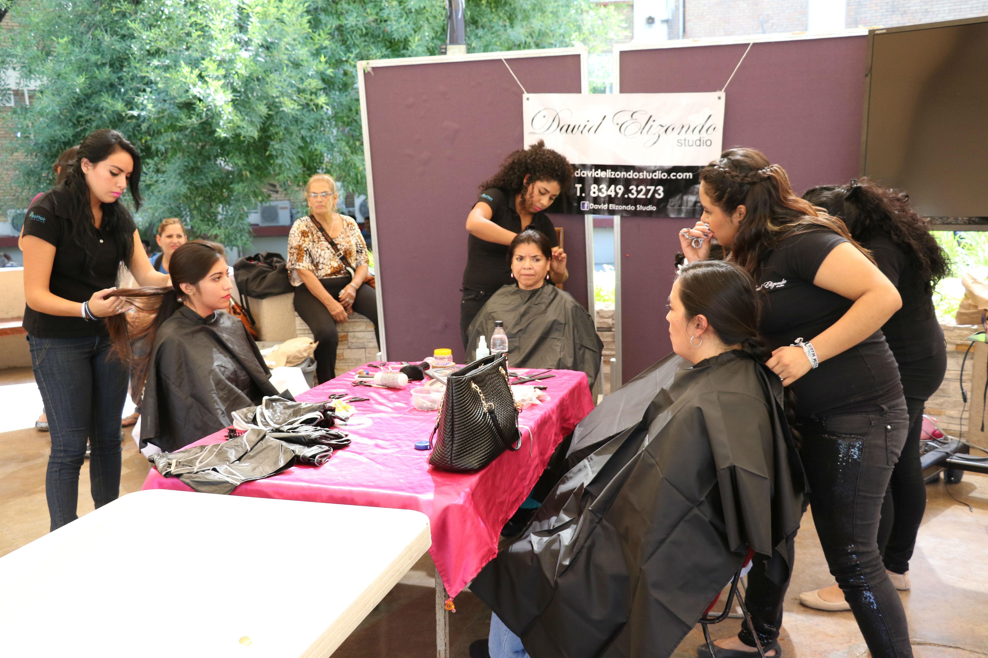 Los donantes recibieron cortes de cabello gratis