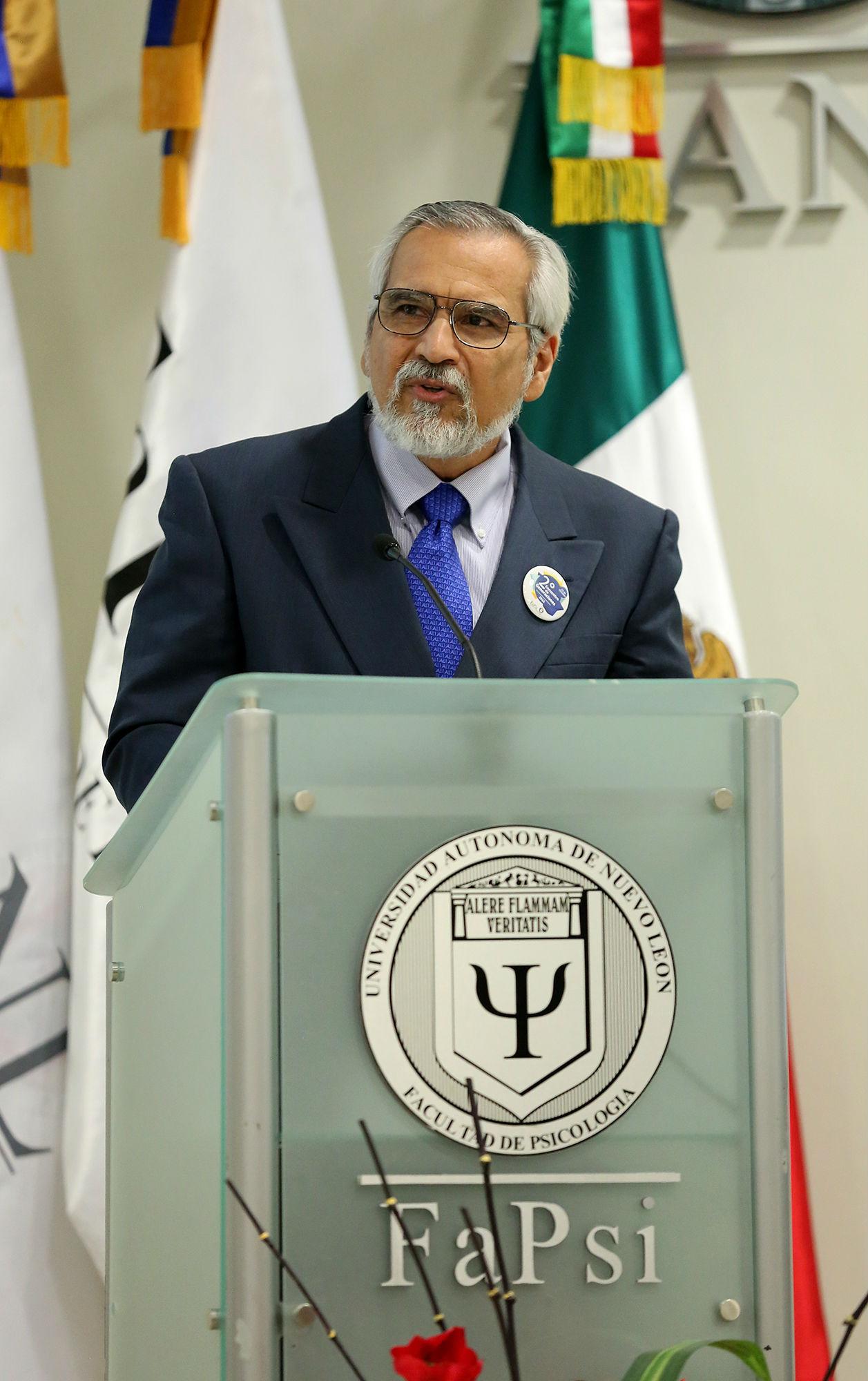 El coordinador del Doctorado en Psicología, Dr. Víctor Manuel Padilla Montemayor