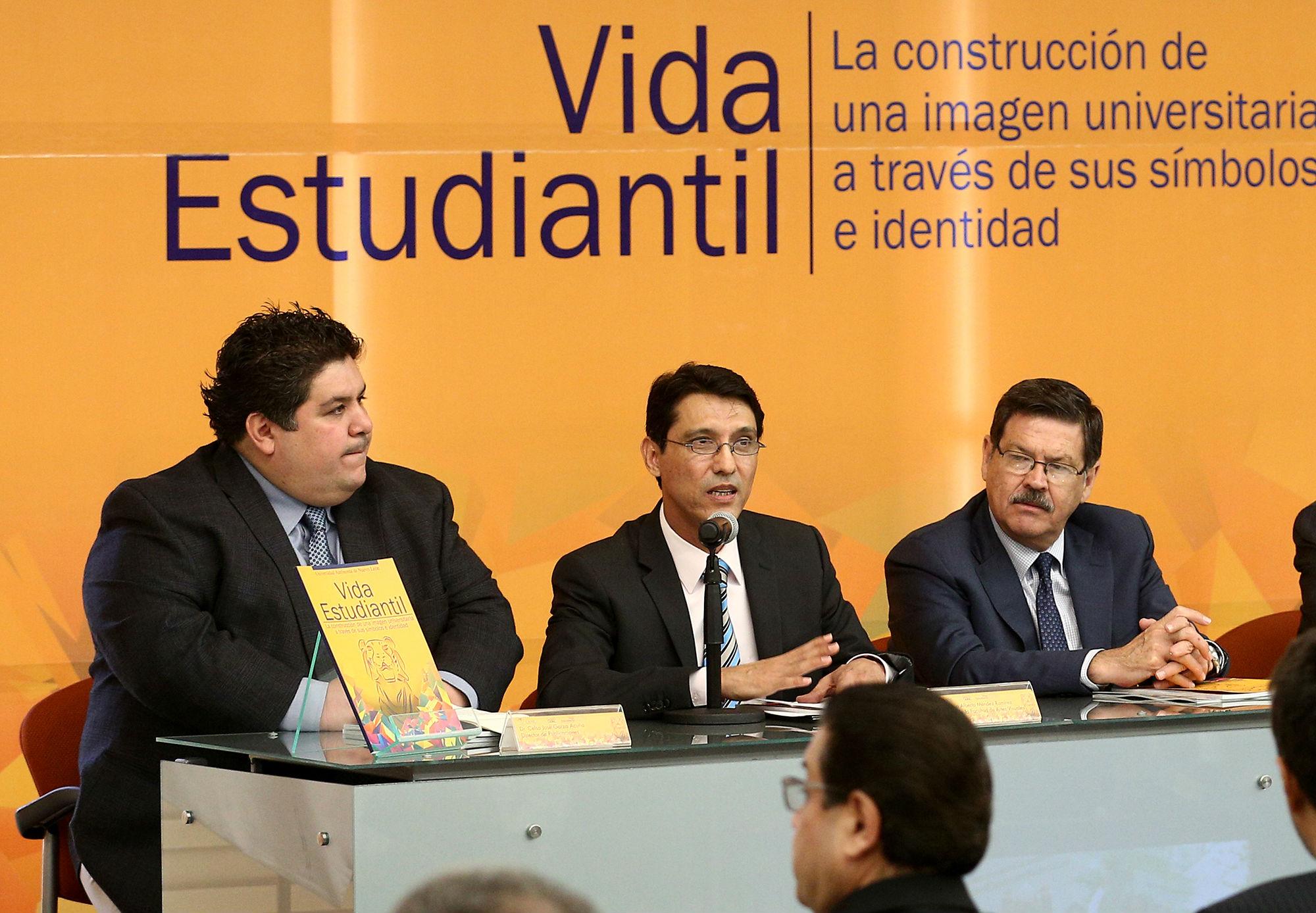 El Dr. Mario Méndez Ramírez, director de la Facultad de Artes Visuales, fue uno de los presentadores del libro
