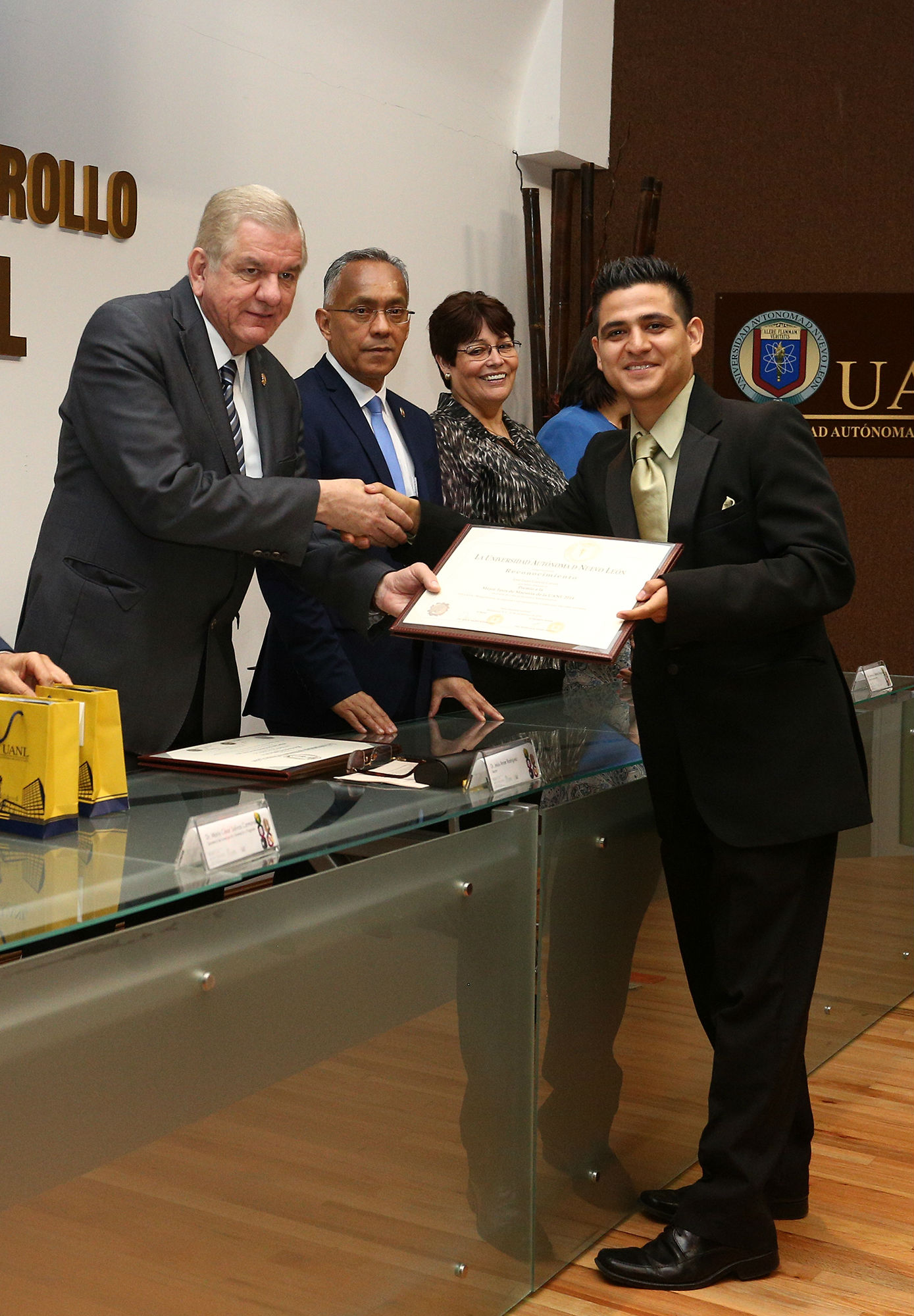 José Juan García Garza, ganador de la mejor tesis de maestría en el área de Ciencias Sociales y Admiistrativas