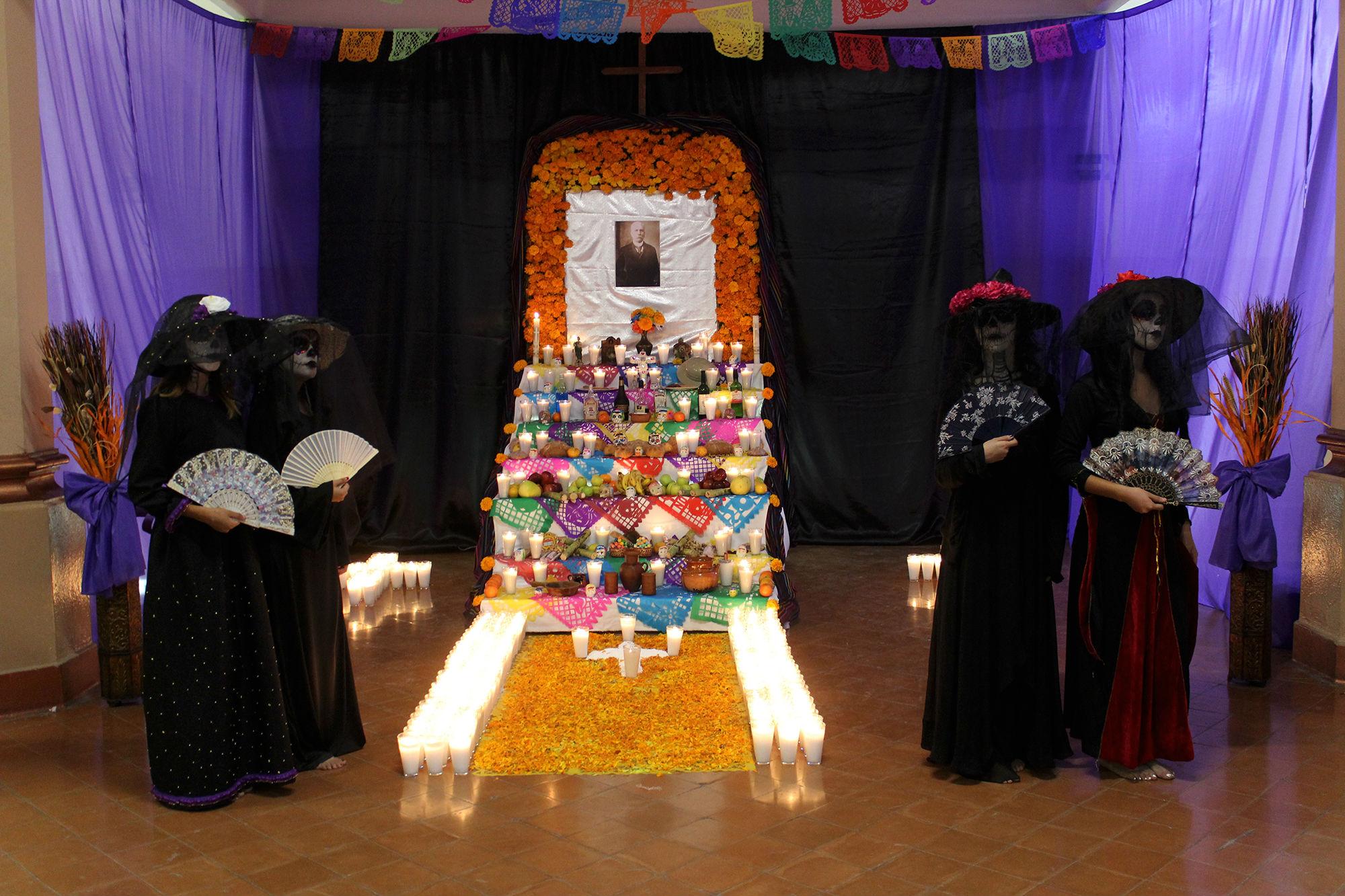 El altar de muertos en la Prepa 3 fue a Porfirio Díaz