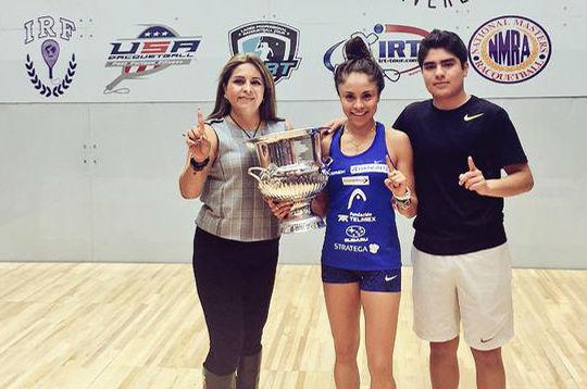 Paola Longoria y su familia