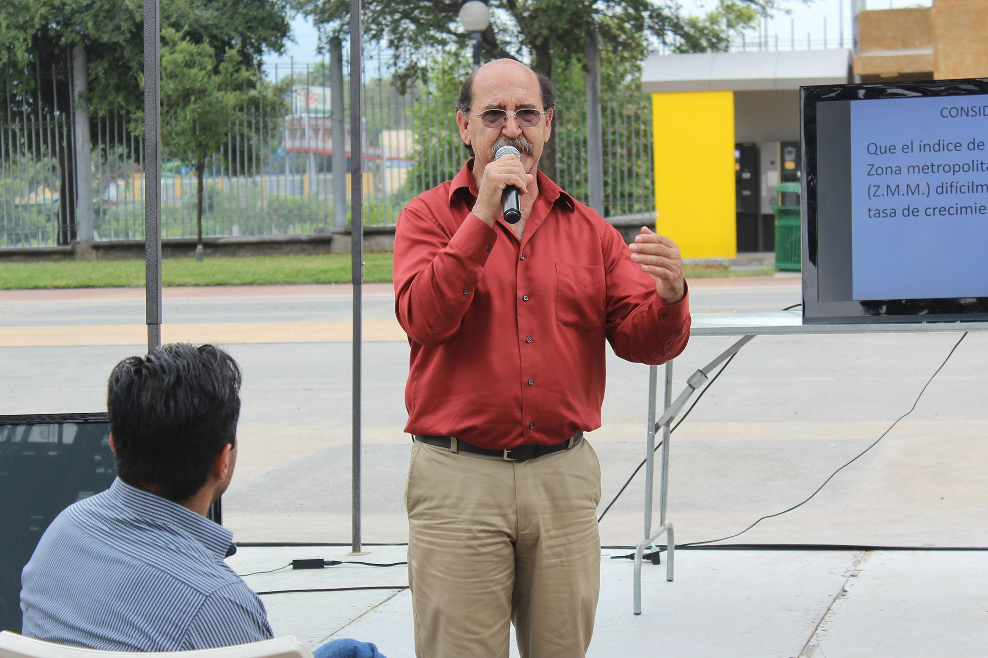 El Biólogo Héctor Javier Santana dio una charla
