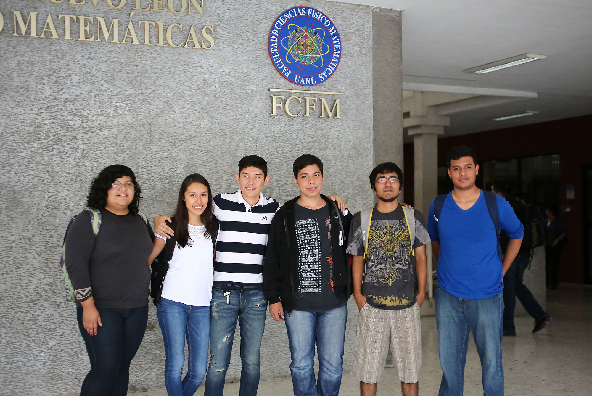 Estudiantes de la FCFM durante el festejo