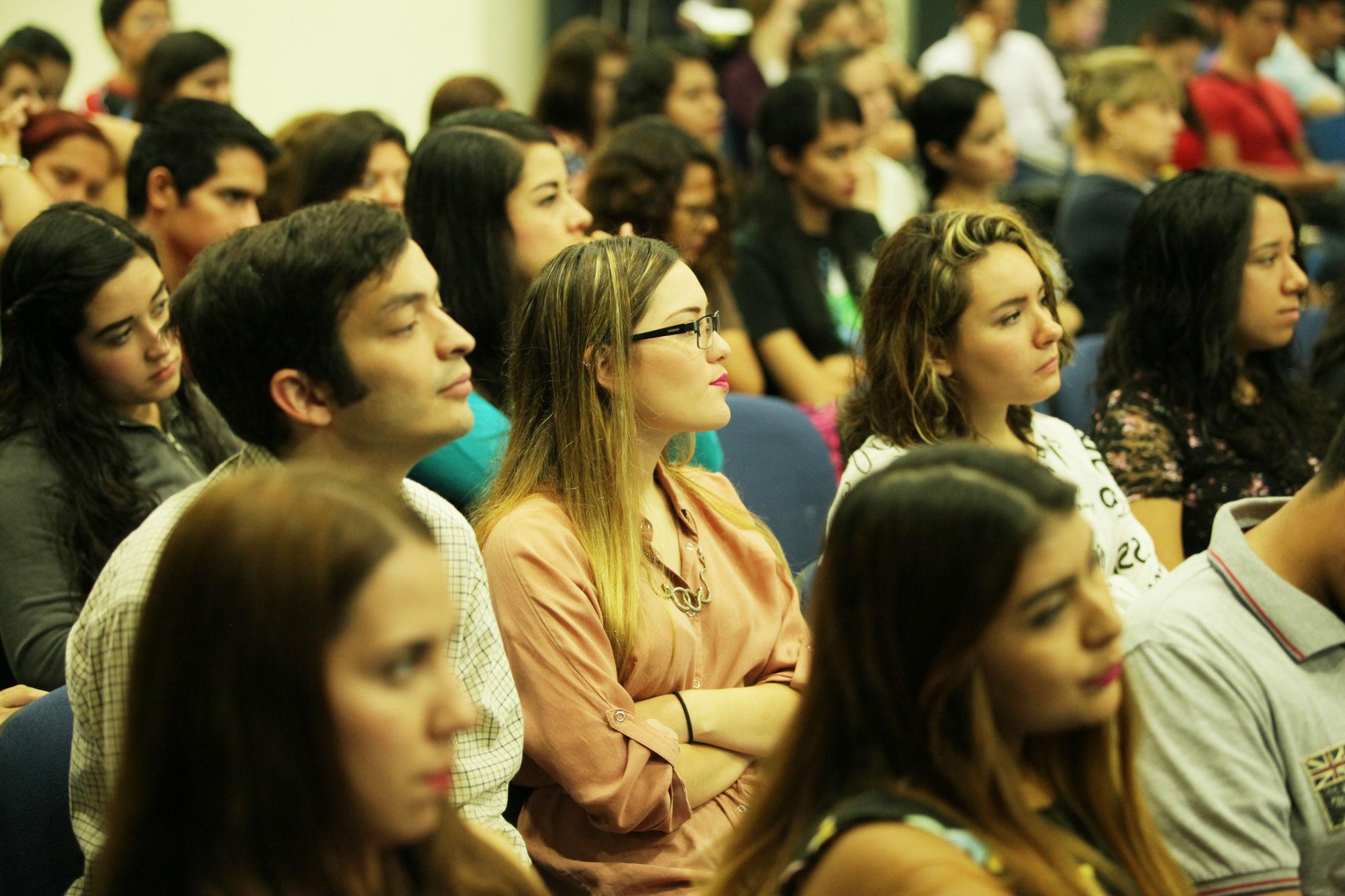 Estudiantes que asistieron a las conferencias