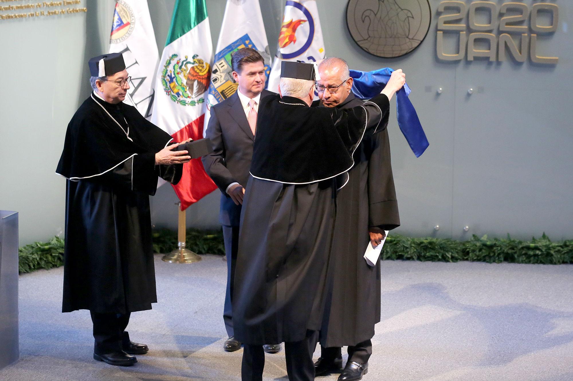 Doctor Honoris Causa al Ing. Ignacio Rey Morales Lechuga