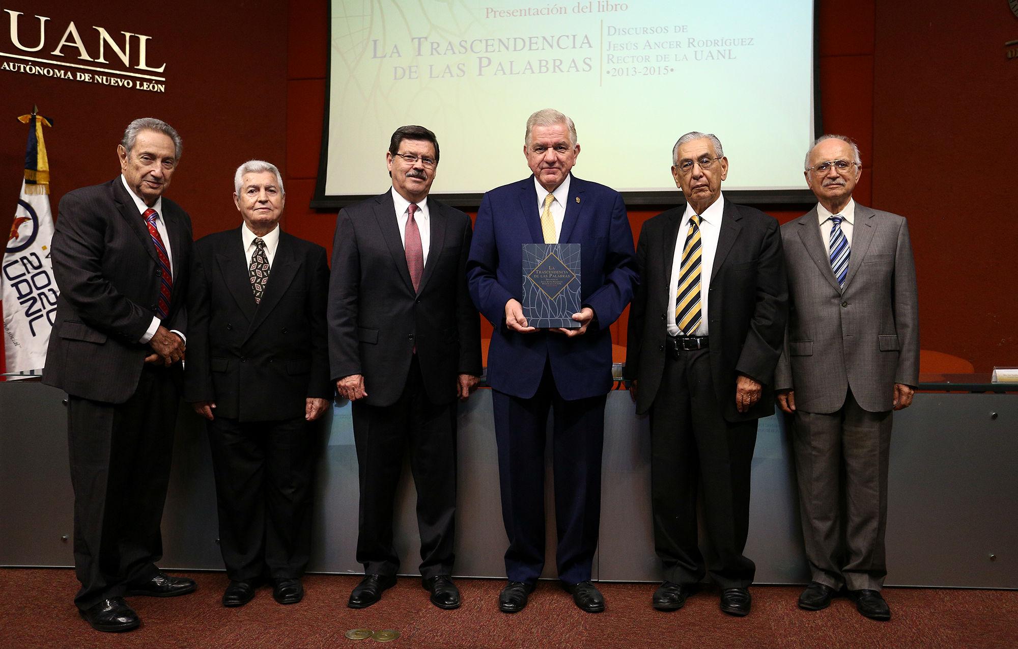 Asistieron cuatro ex rectores y el rector designado, Rogelio Garza Rivera