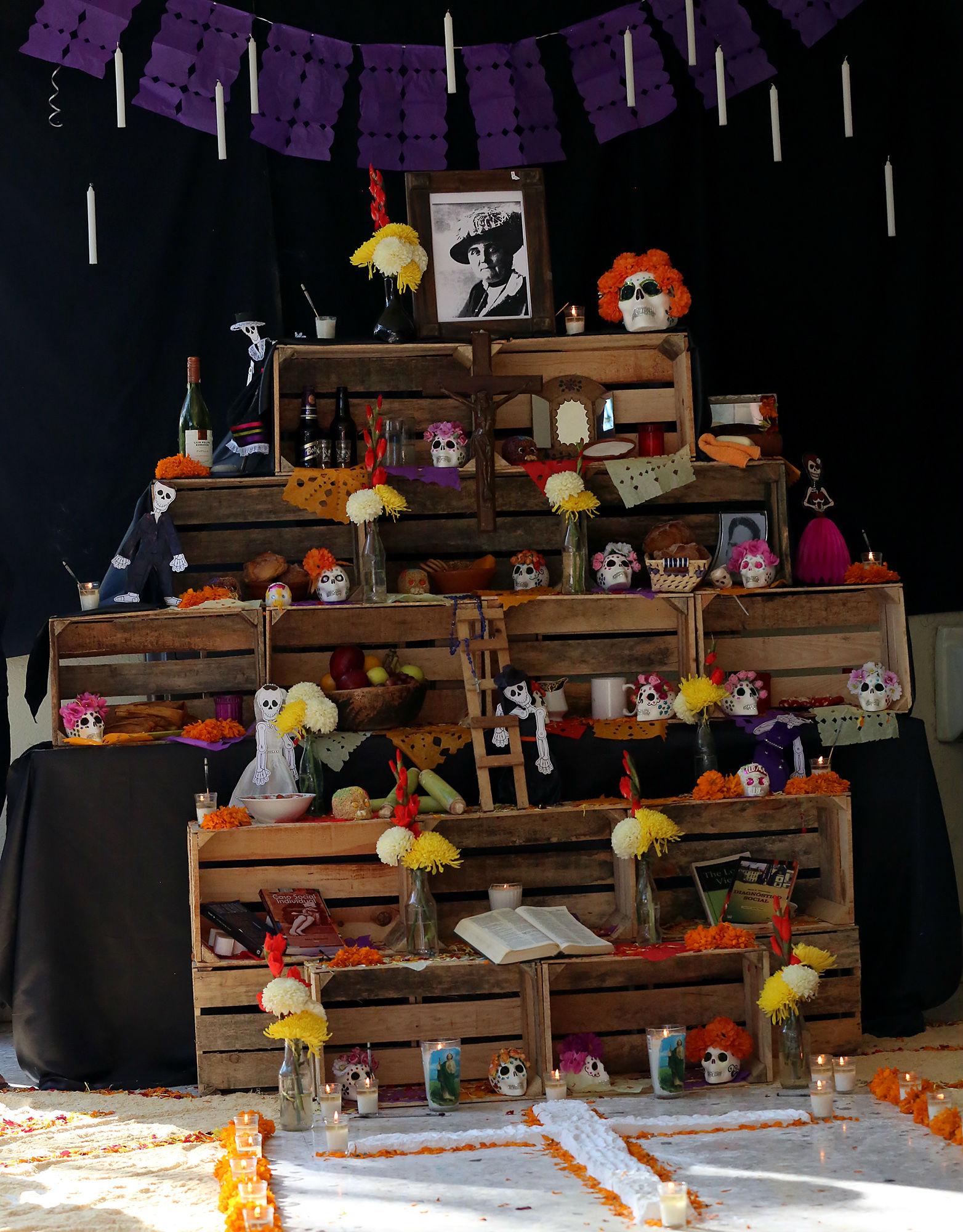 Altar de muertos en la Facultad de Trabajo Social
