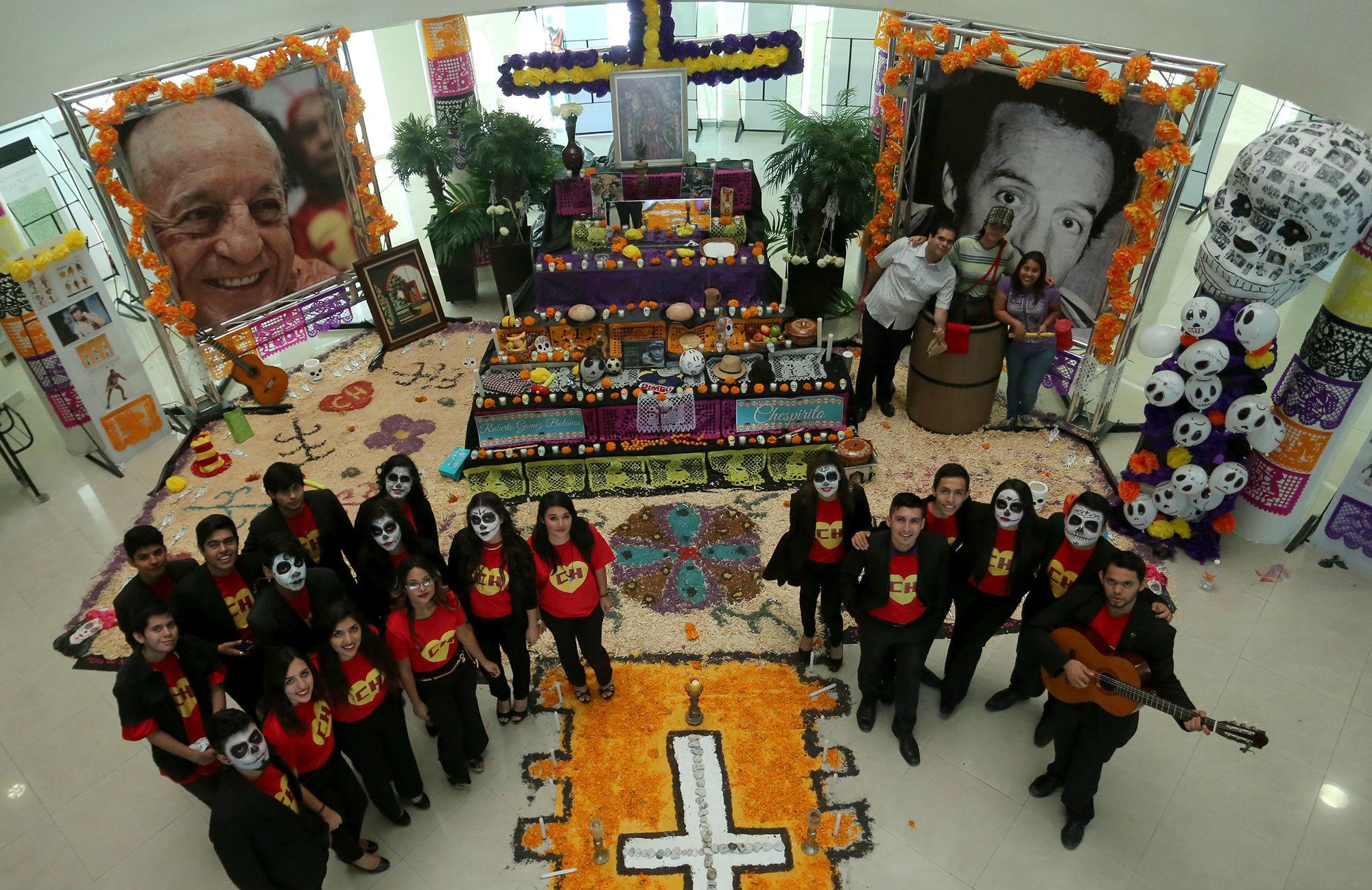 El altar de muertos en la Facultad de Derecho y Criminología fue en honor a Chespirito
