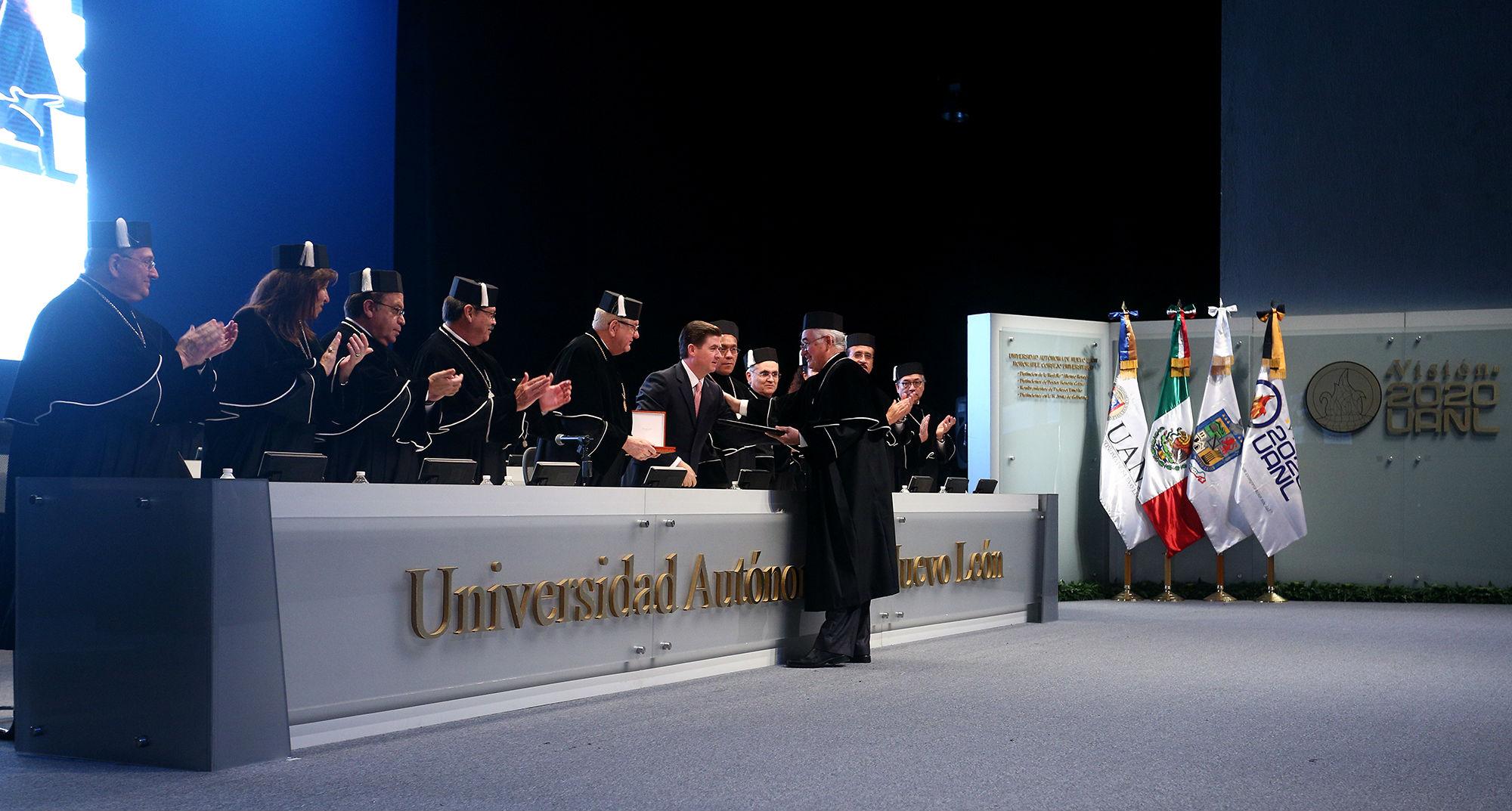 El Ing. Juan Francisco Garza Tamez recibió un reconocimiento