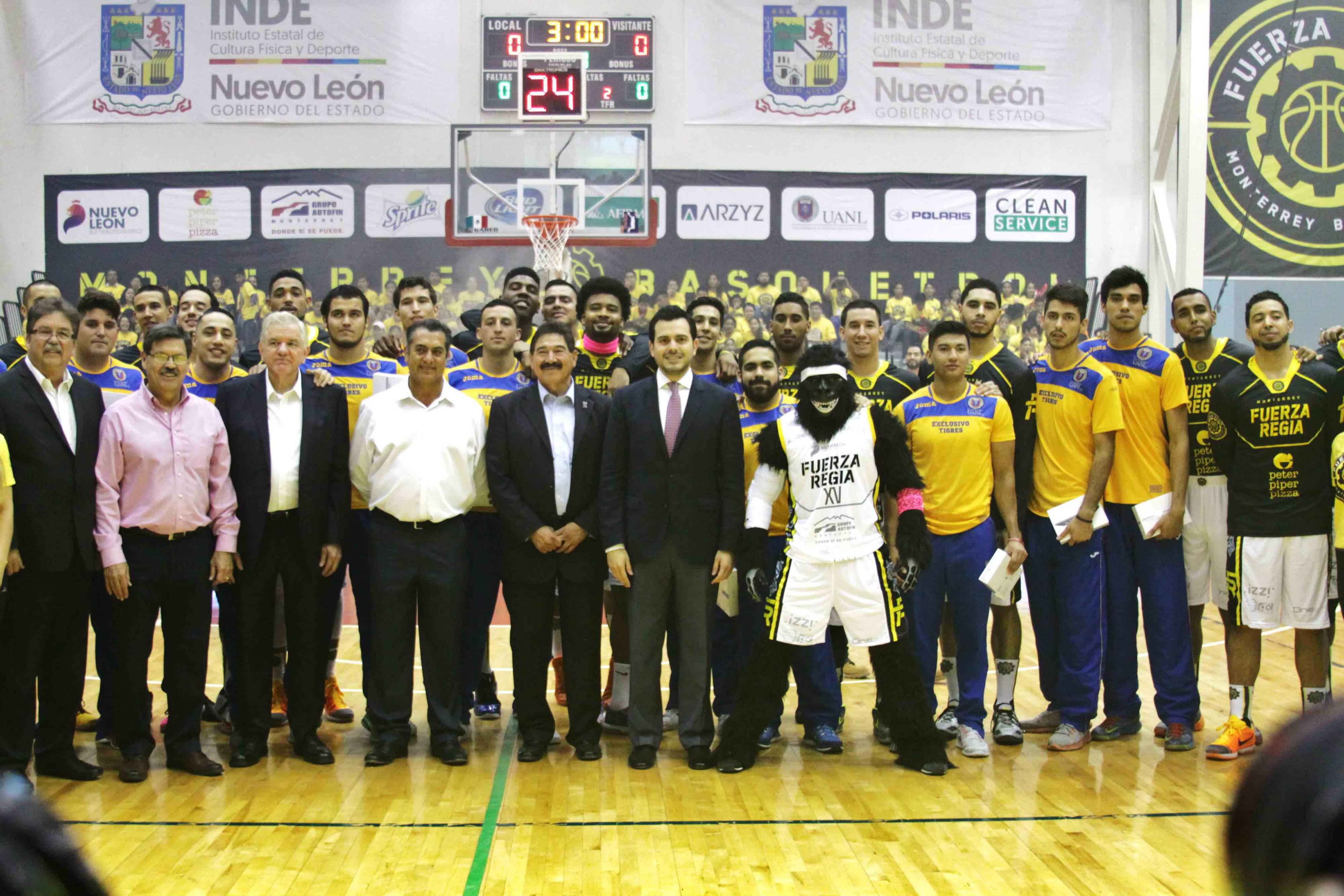 Fuerza Regia brindó un reconocimiento a los Tigres de basquetbol