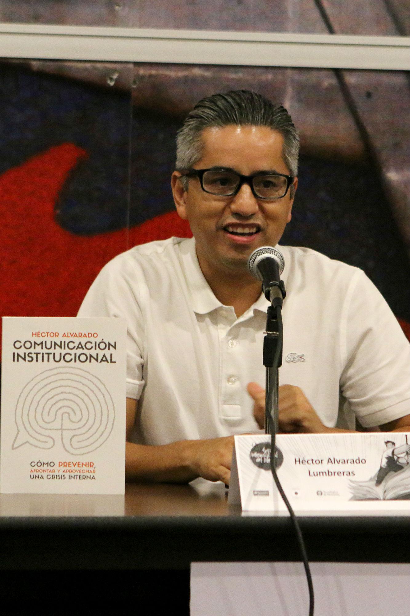 Héctor Alvarado Lumbreras, autor del libro