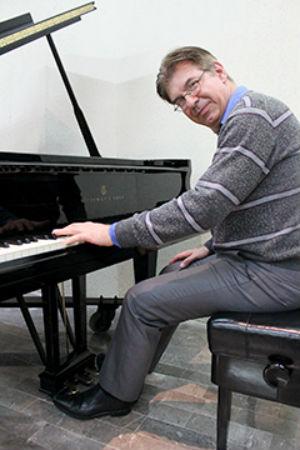 Ejecutará piano con la mano izquierda