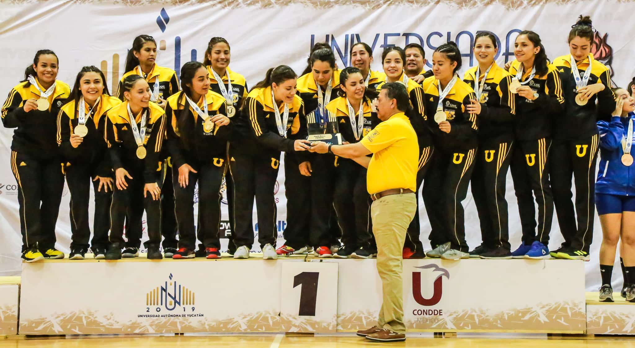 Entrega de medallas Tigres Handball femenil Universiada Nacional 2019