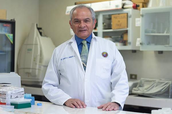 Roberto Mendoza Alfaro, profesor de la Facultad de Ciencias Biológicas de la UANL