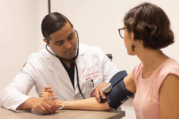 Tecnología es factor de hipertensión en jóvenes