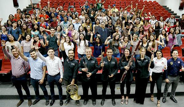 Ensamble de la OSUANL en la Facultad de Ciencias Políticas y Relaciones Internacionales