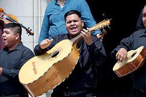 Disfrutan fiesta musical en los campus de la UANL