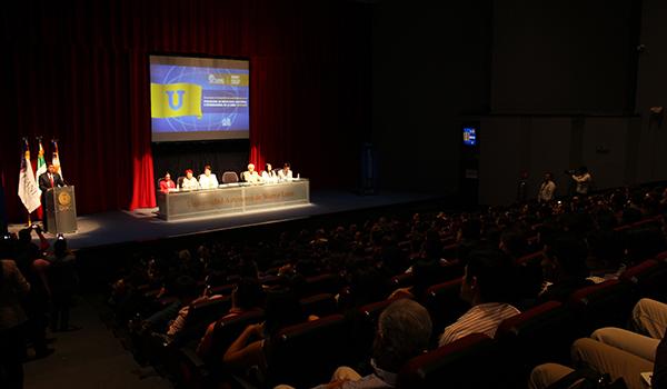 La ceremonia de despedida se realizó en el Teatro Universitario