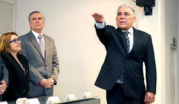Anastacio Leal Chapa refrenda compromiso con Preparatoria 22