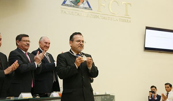 Toma de protesta de Sóstenes Méndez Delgado como Director de la Facultad de Ciencias de la Tierra