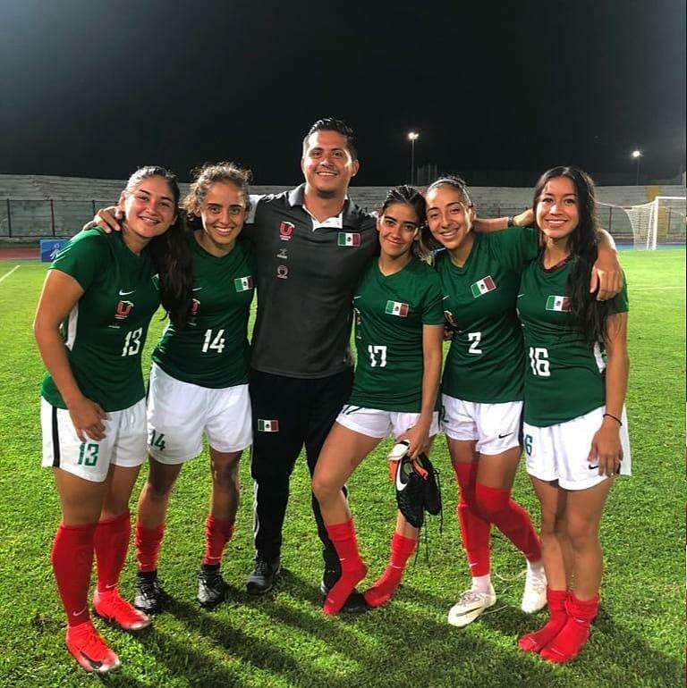 Yashira Barrientos, Karen Cano, Arturo Menchaca, Alejandra Balderas, Salma Mijares y Johana Valadés